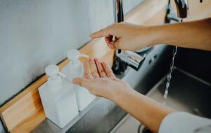 Jabón de manos frente a desinfectantes: ¿El gran debate?