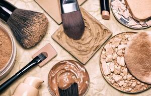 Cómo fomentar el uso de maquillaje en casa con nuestras soluciones sostenibles [traducciones pendientes]