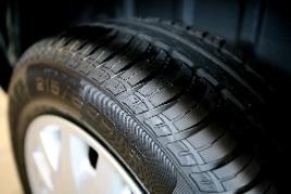 Lustrant pour pneus avec eau et silicone
