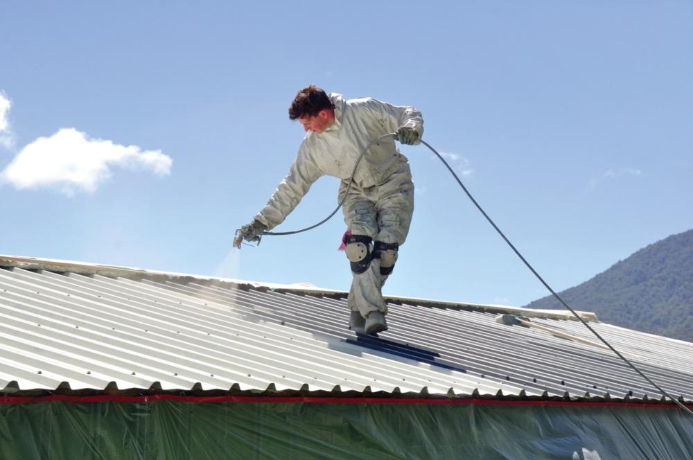 Revêtement de toiture à base de solvant